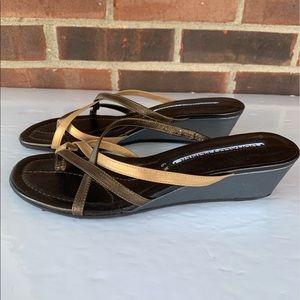 Like new Donald Pliner thong slip on sandals